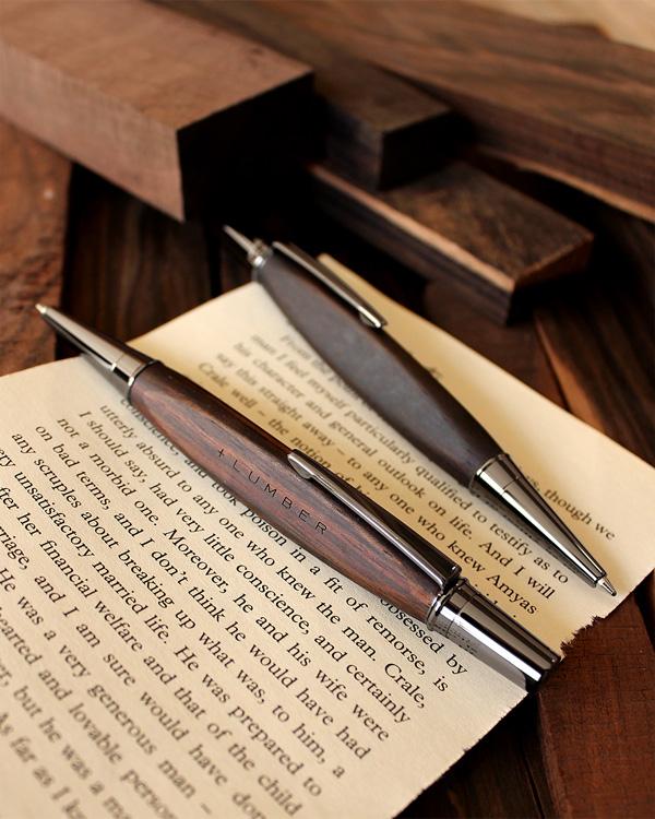 【プレミアム】【名入れ】銘木をプラスした三角型ボールペン「TRIANGLE BODY BALLPOINT PEN(黒檀)」