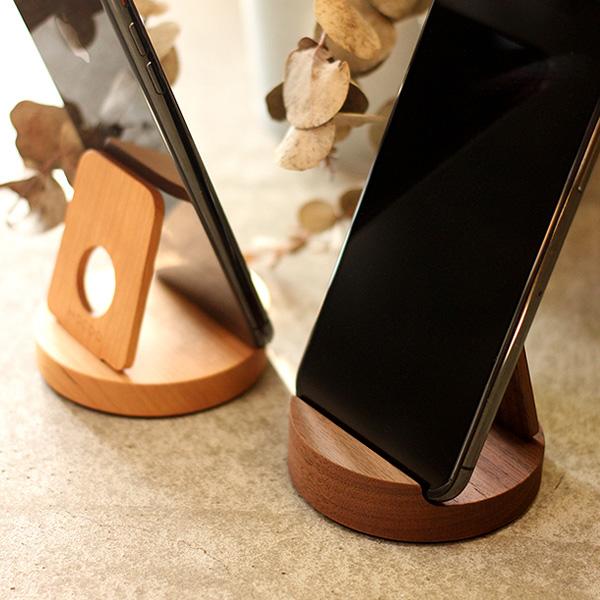 汎用性高い木製スマートフォンスタンド
