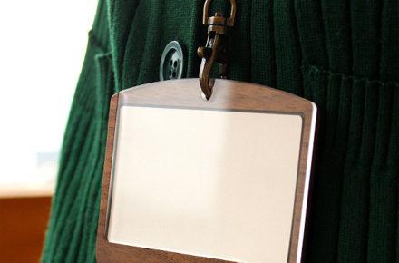 おしゃれな木製カードケース・カードホルダー