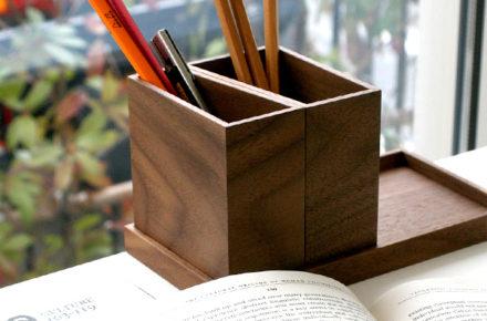 文房具などを収納するペンスタンドとペントレイ