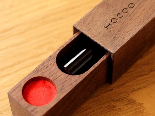 動きが気持ち良い木製印鑑ケース