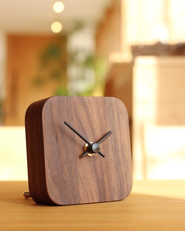 木製のシンプルな卓上ミニ時計「BLOCK-DeskClock」