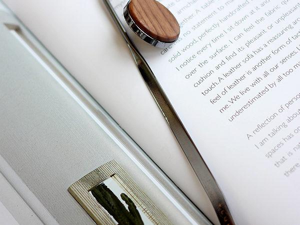 金属のボディに銘木をプラスしたブックマーク「BOOKMARK」