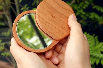 おしゃれでかわいいコンパクトなスライドミラー「Compact Mirror」
