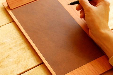 やさしい書き心地の木製クリップボード