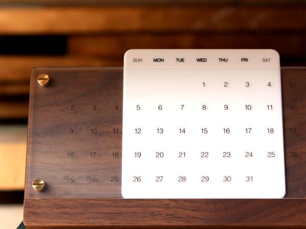 木の経年変化を楽しむ卓上万年カレンダー
