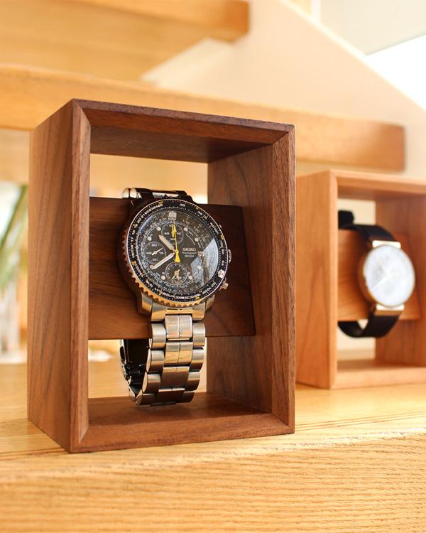 額縁の様に飾る 木のウォッチスタンド「Display Frame for Watch」