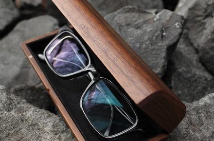 木のぬくもりで覆うおしゃれなメガネケース「GlassesCase Classy」