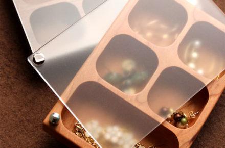 ジュエリーを幻想的に映す木製ケース「JewelryCase コンパートメント」