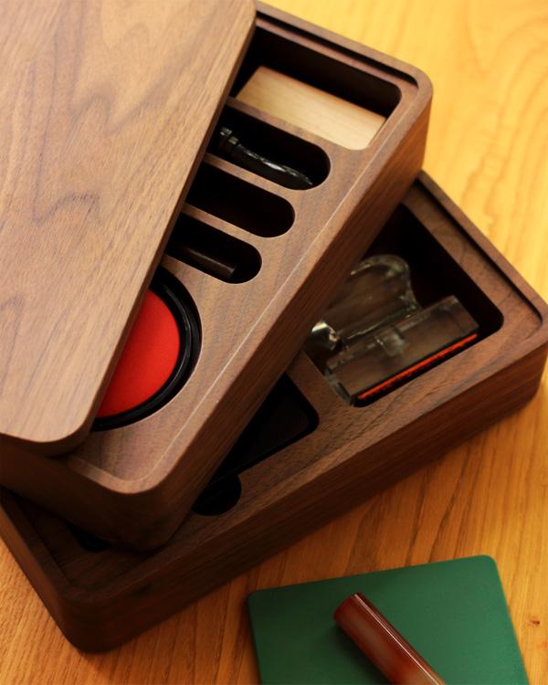 法人印鑑をまとめて収納する木製ケース「President 印鑑収納ケース」