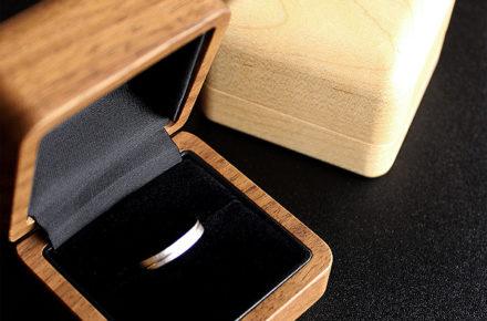大切な指輪を引き立てる格調高い木製リングケース「Ring Case」
