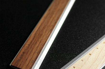 無機質なアルミに銘木をプラスした定規・ものさし「RULER」