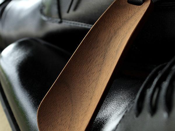 おしゃれな大人へ、木製の携帯靴べら・キーホルダーシューホーン「Shoehorn Mini」