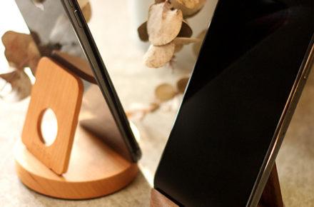 汎用性高い木製スマートフォンスタンド「Smartphone Stand」