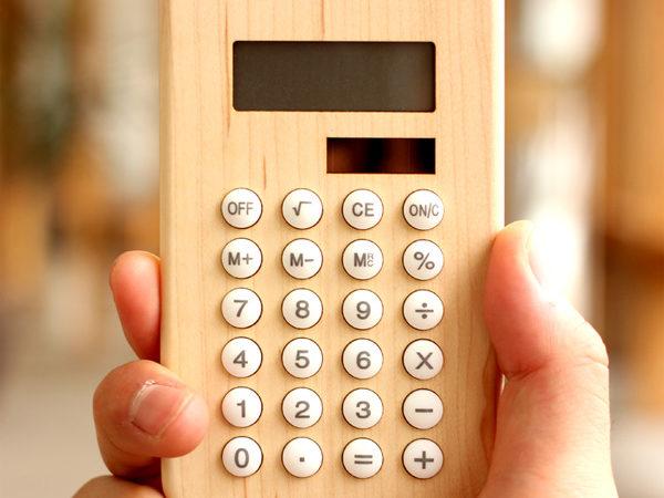 手に馴染むおしゃれな木製ソーラー電卓「Solar Battery Calculator」