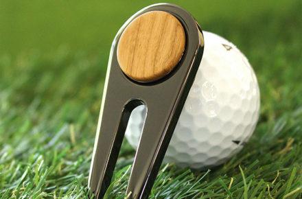 ゴルファーの必需品、木製グリーンフォーク「Golf Green Fork」