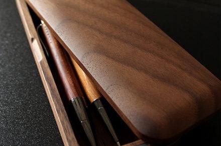 職人が銘木を削り出して作ったシンプルデザインのおしゃれな木製筆箱・ペンケース