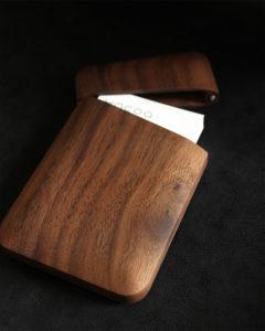 おしゃれで美しいデザインの木製名刺入れ「Card Case Gentle」