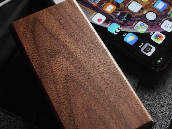 木目の美しさをシンプルに表現し、質感が心地よいスタイリッシュな大容量モバイルバッテリー「POWER BANK 10000」