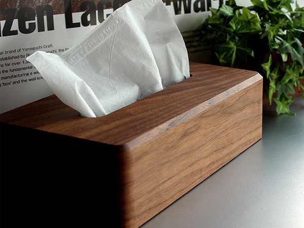 生活感を自然と隠す、ラグジュアリーな木製ティッシュケース