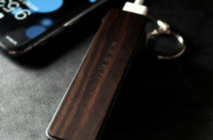 スリムタイプの木製モバイルバッテリー「POWERBANK 2600(黒檀)」