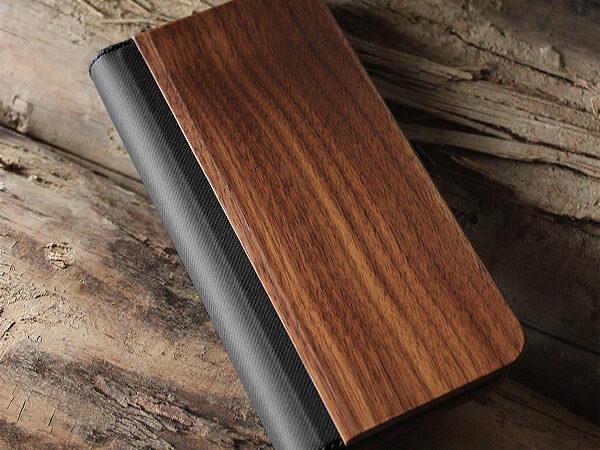 機種を選ばない手帳型の木製マルチスマートフォンケース