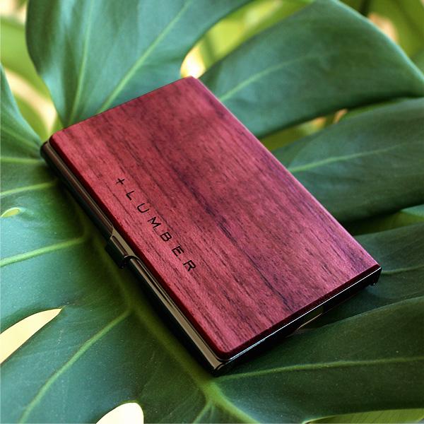 中南米に生植するマメ科の木材パープルハートの名刺入れ、使い込む程に美しい紫色が落ち着いた色合いに変化していきます。