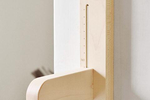 子どもの成長を銘木に残す身長計「Height Meter」