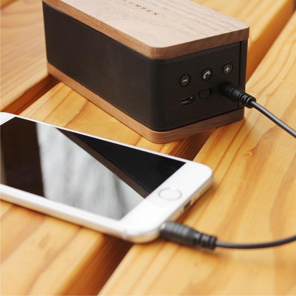 Bluetoothが使用できない場合でも付属のAUXケーブルを接続すれば音楽の再生が可能です。