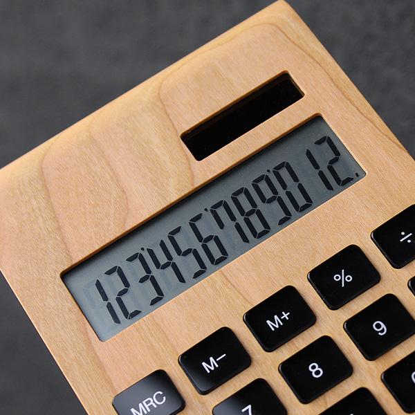 ビジネスシーンでも使える12桁表示の大型液晶。